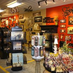 Lots of fun shopping at Walnut Creek Amish Flea Market. Antiques, local talent, monthly giveaways,and music entertainment. Holmes County, Walnut Creek, Amish Country, Fleas, Small Towns, Ohio, Marketing, Thursday Friday, Garden Gate