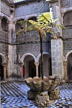 Portugal Sintra-Palace Da Pena cloisters