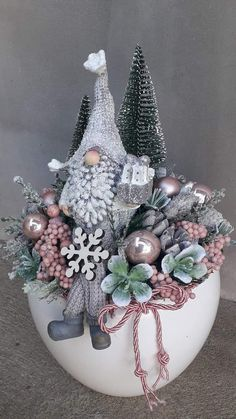 Country Christmas Decorations, Diy Christmas Ornaments, Xmas Decorations, Christmas Holidays, Christmas Wreaths, Christmas Crafts, Christmas Arrangements, Christmas Centerpieces, Theme Noel