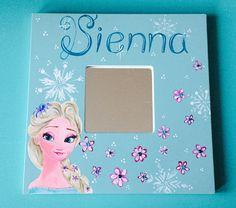 Spiegeltje beschilderd met Elsa van Frozen door Janske Megens