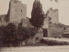 Фотографии крепостных стен столицы Византии разных лет - от 1860 г. до 70-х годов 20 века. Фото отражают состояние стен Города до их частичной реставрации. О фортификации Константинополя я писал много, поэтому здесь много текста не будет, смотрите соответствующие посты. Названия ворот даны…