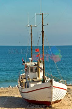 stock photo of white schiff beached and sunlit under dark cloudy blue sky vertical Yacht Boat, Boat Dock, Sailing Boat, Underground House Plans, Norwegian Sky, Chris Craft Boats, Bay Boats, Yacht Builders, Wood Boat Plans
