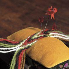 Magasin for Bunad og Folkedrakt Tablet Weaving, Hand Weaving, Finger Weaving, Folk Fashion, Chainmaille, Flower Making, Handicraft, Scandinavian, Jewelry Making