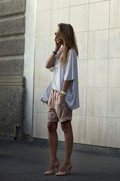 Stockholm Street Style. Cute bermuda shorts with pumps and comfy top