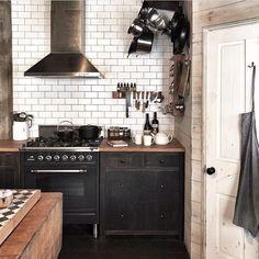 Loft Kitchen, Kitchen Interior, Kitchen Dining, Kitchen Cabinets, Cottage Kitchens, Home Kitchens, Boho Home, Vintage Kitchen Decor, Industrial House