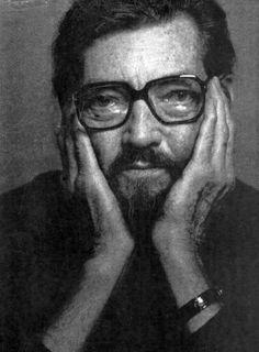 Julio Cortazar - as vezes, quando o leio, fico lembrando do primeiro conto que li, há muitos anos quando tomei conhecimento deste incrível ser humano, pode-se dizer que foi um momento mágico. Grande homem antes de tudo.