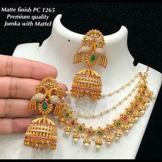 Gold Jhumka Earrings, Jewelry Design Earrings, Gold Earrings Designs, Gold Jewelry, Bridal Jewelry, Ear Chain, Antique Jewellery Designs, Silver Jewellery Indian, Malu