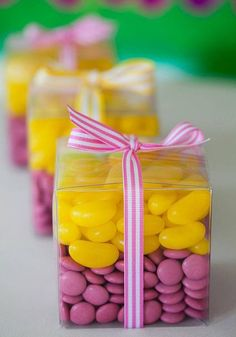 jelly beans & m&ms in clear boxes with ribbon. Candy Party, Party Treats, Party Favors, Favours, Girl Birthday, Birthday Parties, Spring Racing Carnival, Tangled Party, Anniversary Parties