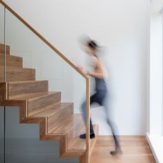 75 Modern staircase ideas: Transform your staircase into something extraordinary | Livingetc Loft Spaces, Kid Spaces, Glass Bannister, Modern Townhouse, Modern Staircase, Staircase Ideas, Walnut Floors, Stair Handrail, Loft Interiors