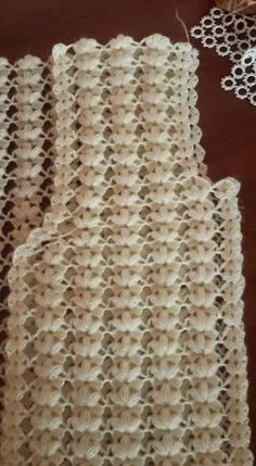 Ripple stitch + broomstick lace (sort of), very nice for shawls, etc.: photo from a Russian site; and here is a Turkish video that provides good demo instruction even if you don Crochet Motifs, Crochet Stitches Patterns, Baby Knitting Patterns, Crochet Doilies, Crochet Flowers, Crochet Lace, Stitch Patterns, Broomstick Lace, Crochet Blouse