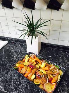 Pikáns, zöldséges, rakott pulykamell Pineapple, Fruit, Food, Pine Apple, Essen, Meals, Yemek, Eten