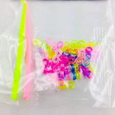 Lagiwa - 1 sachet de 50 attaches fermoirs multicolore & 2 tiges à crochet pour bracelet loom bands - rainbow loom Lagiwa http://www.amazon.fr/dp/B00KTLW5US/ref=cm_sw_r_pi_dp_qr52tb1074B7QP20