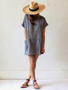 chapeau en paille,femme, mode,une robe longue, bleu