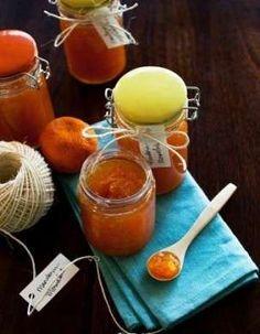 Ecco per voi la ricetta per preparare la marmellata di mandarini in casa vostra, una conserva buonissima e versatile ottima da gustare al mattino sul pane caldo.