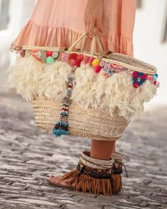 stunning handbags designer prada 2017 fashion bags i don't care about the handbag, but those shoes. Bohemian Mode, Hippie Chic, Boho Chic, Prada Handbags, Fashion Handbags, Fashion Bags, Diy Fashion, Ibiza Fashion, Fashion 2017