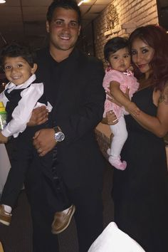 Snooki, Jionni LaValle, and their kids enjoy a family dinner Sept. 23, 2015.   - Cosmopolitan.com