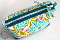 Awesome Pouch tutorial - not in English but the pictures are perfect and what a quick, easy CUTE pouch to make
