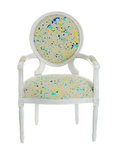 Want to freshen up an old piece of furniture? Splatter-paint a canvas drop cloth and upholster it to any chair! Diy Furniture Easy, Refurbished Furniture, Paint Furniture, Furniture Projects, Luxury Furniture, Diy Chair, Chair Fabric, Fabric Dye, Canvas Drop Cloths