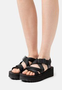Tommy Jeans IRIDESCENT STRAPPY - Sandały na platformie - black/czarny - Zalando.pl Fashion Boots, Gladiator Sandals