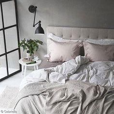 Tête de lit et liseuse...