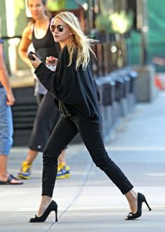 I love Ashley Olsen's style.