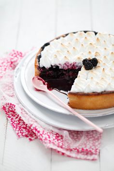 Blueberry & blackberry meringue tart via my little fabric