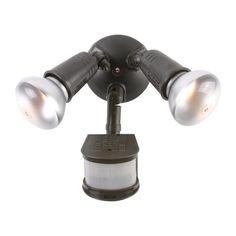 Reflector de seguridad PAR de 200 voltios con cubierta para lámpara. Detector de movimiento de 270 grados. El sensor de movimiento enciende las luces automáticamente cuando se detecta movimiento. En acero. Color bonce. Temporizador de movimiento ajustable entre 1 y 12 minutos. La celda fotoeléctrica evita que las luces se enciendan durante el día. El control manual permite usar el artefacto como un reflector estándar durante 6 horas. Medida 18x15 centímetros.