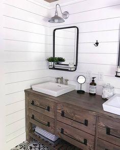 Ana white rustic farmhouse double bath vanity with angelarosediyhome - diy projects Diy Bathroom Vanity, Diy Vanity, Bath Vanities, Bathroom Styling, White Bathroom, Bathroom Furniture, Bathroom Ideas, Bathroom Organization, Bathroom Interior
