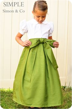 Simple Simon & Company: The Starboard Skirt: A Fall Edition skirt tutorial. So pretty! Fall Skirts, Cute Skirts, Long Skirts, Sewing Patterns Free, Free Sewing, Sewing Tutorials, Free Pattern, Sewing Projects, Dress Tutorials