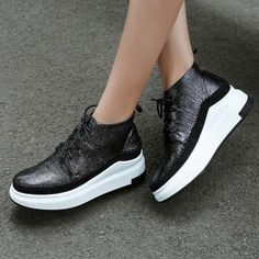 20 Fall Shoes To Copy Now shoes womenshoes footwear shoestrends Sneakers Fashion, Fashion Shoes, Shoes Sneakers, Shoes Men, Pump Shoes, Shoe Boots, Girls Messenger Bag, Chunky Shoes, Fall Shoes
