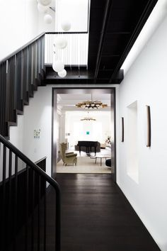 Today, we're showing you dazzling black and white interior design ideas to get you inspired to bring this power couple into your home decor! White Dining Room Sets, Black And White Dining Room, Black And White Interior, White Interior Design, Black And White Marble, Luxury Dining Room, White Rooms, Black Hallway, Modern Floor Plans