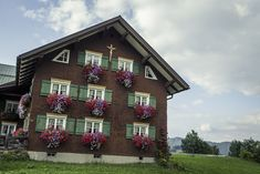 Walser architecture - Walserhaus #kleinwalsertal #visitvorarlberg Festivals, Cabin, Traditional, Mansions, House Styles, Home Decor, House, Mansion Houses, Homemade Home Decor