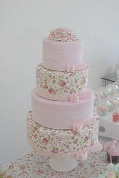 Bolo Fake tecido 04 andares renda e flores - Infinita Arte for Baby
