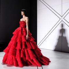 Ruffle red gown <#iloveit> at Ralph & Russo #SS17 #Couture #PFW #Trend