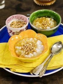 Receita de canjica com raspas de laranja e mel do Panelinha. Do repertório da comida-conforto, é sobremesa com sabor de infância. Perfeita para tardes frias e indispensável nas festas juninas.