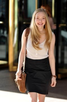 Amanda Seyfried in Letters to Juliet. The Hair. The Bag.