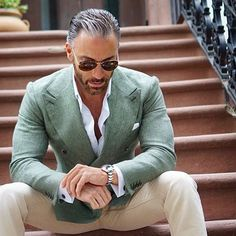 Green double-breast peak lapel blazer