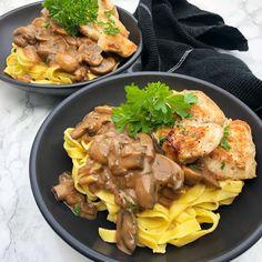 Chicken Stroganoff – Mummum.dk Food N, Food And Drink, Chicken Stroganoff, Cooking Recipes, Healthy Recipes, Italian Recipes, Meal Prep, Chicken Recipes, Yummy Food
