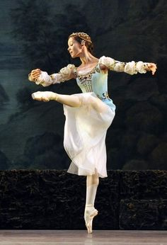 Maria Shirinkina in 'Swan Lake', pas de trois from the first act.