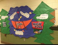 Ft. Mill Elementary creates an awesome Camp High Five display!