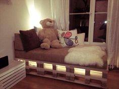 Bett aus paletten sofa aus paletten paletten bett möbel aus paletten zusammen s. Kids Pallet Bed, Wooden Pallet Beds, Wooden Pallet Crafts, Pallet Chair, Pallet Wood, Pallet Ideas, Pallet Seating, Pallet Patio, Outdoor Pallet