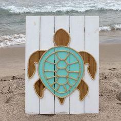 Tortuga hecha a mano con decoración de cuerda © playa