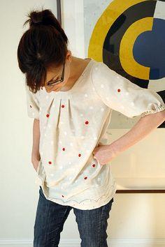 Tunique japonaise by CharlotteCarotte, via Flickr.  From ISBN 978-4-579-11149-7. Model 1. Nani Iro double gauze.