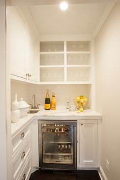 Butlers pantry / wet bar …