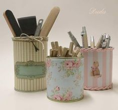 I need to figure out how to make these. I have so many jars and cans saved to make things, but when I get ready to make something, I can't remember what I wanted to make, or I don't have the right stuff and I don't want to go to the store. Decoupage Box, Decoupage Vintage, Vintage Diy, Tin Can Crafts, Diy Arts And Crafts, Diy Crafts, Recycle Cans, Diy Recycle, Altered Tins
