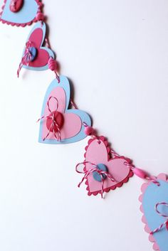 Cute Valentine's Garland Tutorial using~~ **Paper hearts (cut by hand, a punch, or cricut);/ **Twine (from The Twinery, used here in Maraschino and Pink Sorbet);/ **Wooden beads (a bag of all pink ones from Wal-Mart was used for this one)~~ Valentines Day Cookies, Valentine Day Crafts, Valentine Decorations, Holiday Crafts, Valentine Banner, Heart Garland, Bunting Garland, Buntings, Garland Ideas