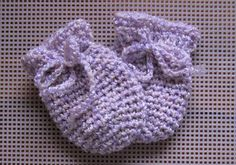 Crochet Baby Girl Mittens for Charlie B! I did them in green and brown Caron Simply Soft yarn. Crochet Baby Mittens, Crochet Baby Blanket Beginner, Crochet Bebe, Crochet Gloves, Crochet Baby Clothes, Crochet For Kids, Crochet Hooks, Baby Knitting, Free Crochet