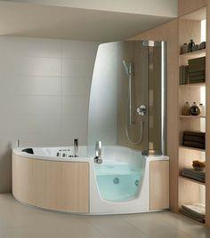 petite baignoire d' angle et un rangement en bois