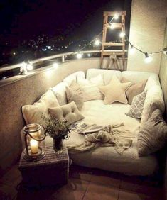Cozy apartment balcony decorating ideas on a budget (39)