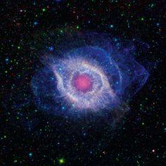 Ein Nebel bezeichnet alle Ebenen aus Staub, Gasen und Plasma, die freigesetzt werden, wenn ein Stern stirbt. (Aufgenommen vom Spitzer-Weltraumteleskop und dem Galaxy Evolution Explorer der NASA im Jahr 2012.)